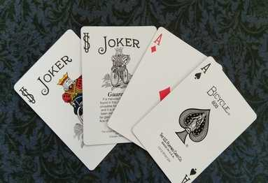 Joker to aces card trick illustration.